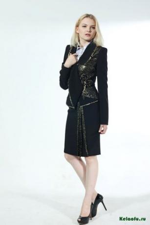 Женский костюм двойка черный с золотом: пиджак и юбка. Артикул 74349B