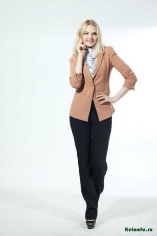 Женский пиджак и брюки. Артикул 74059